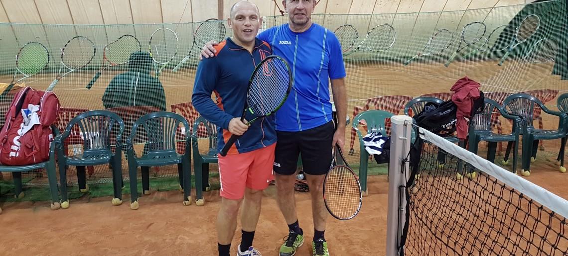 Jaślanie z tarczą po sobotnich grach w Boguś Tenis Cup !